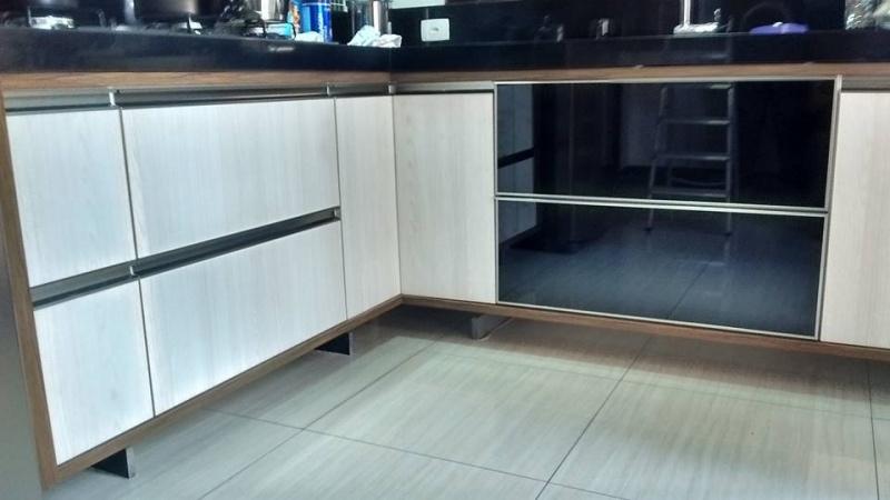 Orçamento de Portas em Alumínio para Móveis Jandira - Portas de Vidro com Perfil de Alumínio para Móveis